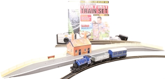 H4-B-SS-001 Starter train set bundle including Hornby train set, station, trakmat and beginners guide and DVD