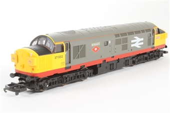 L204786 Class 37 37032 Mirage in Railfreight Red Stripe limited edition of 550