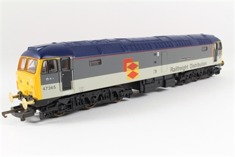L204832 Class 47 47365 Diamond Jubilee in Railfreight Distribution grey