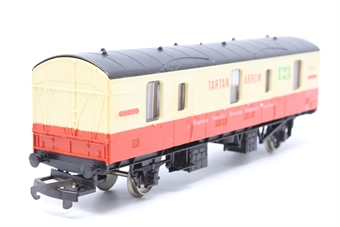 L305355-PO05 CCT van M94229 in Tartan Arrow crimson/cream - Pre-owned - marks on sides- missing coupling -imperfect box