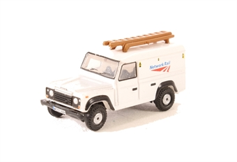 NDEF008 Land Rover Defender LWB Hard Top Network Rail £3.50