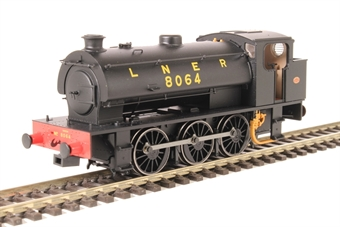 OOJ94-003 Class J94 Austerity 0-6-0ST 8064 in LNER black with original bunker