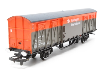 R027-PO12 Ferry Van - Railfreight International (VIX) 2380393-5 - Pre-owned - minor mark on roof, imperfect box