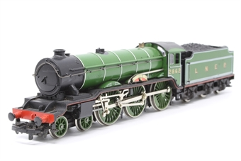 R053-PO23 Class B17 4-6-0 'Manchester United' 2862 in LNER Green - Pre-owned - name plate slightly bended -  replacement box