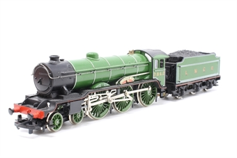 R053-PO26 Class B17 4-6-0 'Manchester United' 2862 in LNER Green - Pre-owned - Imperfect box