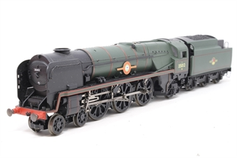 R1038loco-PO10 Class 8P 'Merchant Navy' 4-6-2 35012 'United States Lines' in BR green - split from premier box set - Pre-owned - Body does not sit flush with track, foot ladder on tender glued on wrong part of buffer beam, imperfect box