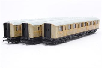 R1039Coaches-PO05 Pack of 3 x Coaches in LNER Teak - separated from the Flying Scotsman Train Set - Pre-owned - replacement box