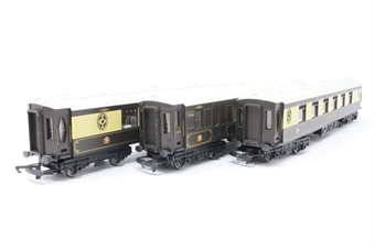 R1160Coaches-PO Pack of three Pullman coaches -  split from R1160 set - Pre-owned - Minor marks on some coaches, replacement box