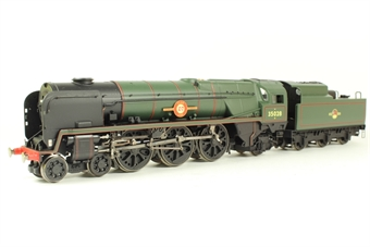 R1162Loco Rebuilt Merchant Navy Cass 4-6-2 35028 'Clan Line' in BR Green - split from train set