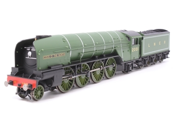 """R1183Loco-PO14 Class P2 2-8-2 2001 """"Cock O' The North"""" in LNER green - Split from Set - Pre-owned - Damage to tender details, replacement box"""
