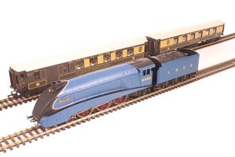 R1202 Mallard Pullman Train Set with Class A4 4468 'Mallard' in LNER blue and pair of Pullman coaches