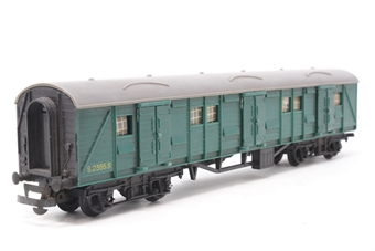 R174-Coach-PO16 Bogie Luggage Van 2355 in BR Green - Pre-owned - missaligned glazing, replacement box
