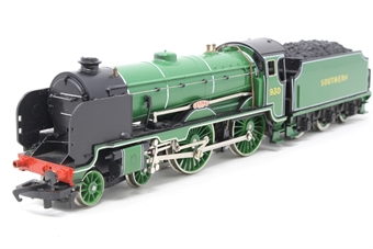 R2018-PO06 Schools Class V 4-4-0 'Radley' 930 in SR Olive Green - Pre-owned - Missing coupling hook and buffer, glue marks on front