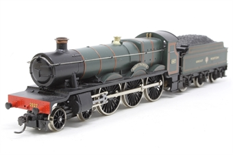 R2019-PO04 Saint Class 4-6-0 'Saint Patrick' 2927 in GWR Green - Pre-owned - sold as seen, Non runner, damage to tender bodyshell, kadee coupling on front, missing coupling on rear