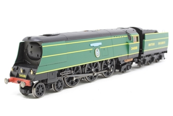 """R2220-PO12 Streamlined Battle Of Britain Class 4-6-2 34081 """"92 Squadron"""" & in early BR Malachite Green - Pre-owned - Like new"""
