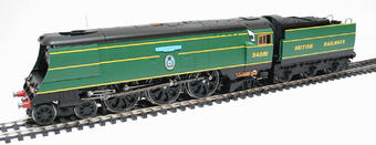 "R2220 Streamlined Battle Of Britain Class 4-6-2 34081 ""92 Squadron"" in early BR malachite green"