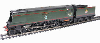 """R2221 Streamlined Battle Of Britain Class 4-6-2 34067 """"Tangmere"""" in BR Green with early emblem"""