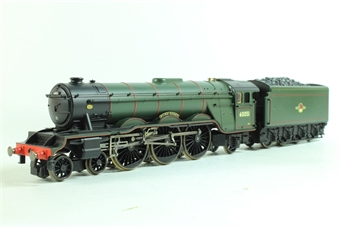 """R2365M Queen of Scots train pack with A3 60051 """"Blink Bonny"""" and 3 Pullman coaches with lights"""