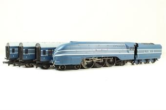 "R2371M Coronation Scot train pack with 4-6-2 6224 ""Princess Alexandra"" in Coronation Scot blue & 3 coaches"