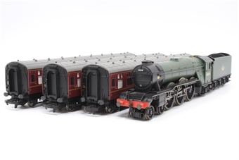 R2569-PO03 The Talisman train pack with 4-6-2 'Sandwich' Class A3 and 3 BR maroon coaches - Pre-owned - DCC fitted, missing smoke box door darts