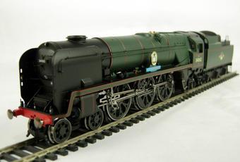 "R2587 Rebuilt Battle of Britain Class 4-6-2 34062 ""17 Squadron"" in BR Green"