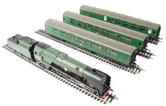 R2599M 'The Royal Wessex' train pack with Merchant Navy in BR green & 3 BR Mk1 coaches in SR green