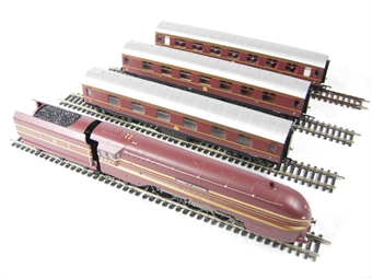 """R2659M 'The Royal Highlander' train pack with Princess Coronation Class loco """"Duchess of Devonshire"""" & 3 Stanier coaches in LMS maroon"""