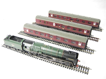 R2660M 'The Norfolkman' train pack with Britannia class 7MT loco & 3 BR Mk1 coaches in BR maroon