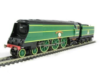 "R2692 Battle of Britain Class 4-6-2 34090 ""Sir Eustace Missenden"" in BR Malachite Green"