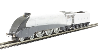 """R3307 Class A4 4-6-2 2510 """"Quicksilver"""" in LNER Silver - The Silver Jubilees Collection"""