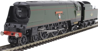 """R3638 Class 7P6F Streamlined West Country 4-6-2 34019 """"Bideford"""" in BR green with late crest"""