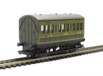 R4672 4-wheel freelance coach in Southern Railway green - Railroad Range