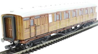 "R4826 Gresley 61' 6"" brake composite corridor 32557 in LNER teak"