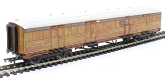 "R4830 Gresley 61' 6"" full brake 4234 in LNER teak"
