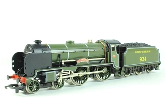 R533 Class V 4-4-0 'St Lawrence' 934 in Southern Green