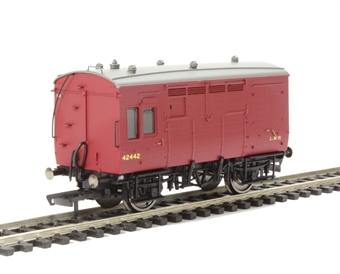 R6727A Horse box 42442 in LMS maroon