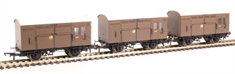R6883 Pack of three GWR horse boxes in GWR brown