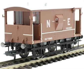 R6923 LNER 20 ton 'Toad E' brake van 162007 in LNER bauxite