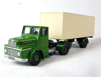 TS-X6 Thorneycroft sturdy articulated van in green and cream
