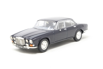 VA08800-PO02 Daimler Sovereign in dark blue. Non limited - Pre-owned - Broken/ missing wing mirror - imperfect box